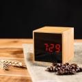 Часовник с форма на куб, бамбуков цвят, звуков сензор, темератур